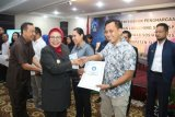 Pemkab Sleman memberi penghargaan 51 perusahaan tunaikan TJSP