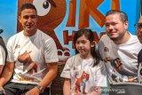 Ayah-anak Zack Lee  dan Mikhaela Lee main film animasi