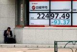 Jelang hasil pertemuan BOJ, saham Tokyo diawali sedikit lebih rendah