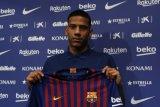 Milan pinjam bek tengah Todibo dari Barcelona