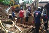 Tim PMI Banjarnegara diterjunkan ke lokasi longsor di Pagedongan