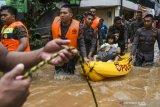 Wanita tewas tersengat listrik saat banjir