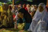 Ribuan warga Palu sambut tahun baru dengan zikir di lokasi eks tsunami