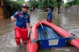 Landasan pacu Bandara Halim Perdanakusuma Jakarta kebanjiran