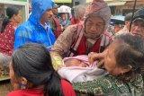 Bayi terjebak banjir