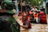 Ribuan  terpaksa mengungsi akibat banjir kepung  Jakarta