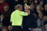 Mourinho heran Tottenham kalah dari Southampton. Dia juga dikartu kuning