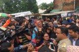 Gubernur DKI Anies Baswedan diteriaki pengungsi saat inspeksi banjir