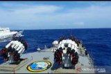KRI Tjiptadi-381 mengusir kapal Coast Guard China di Natuna Utara