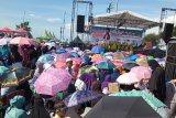 Ribuan warga menghadiri tablig akbar UAS di Pantai Purus Padang