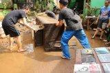 Terendam banjir, bufet televisi senilai Rp3 juta jadi barang rongsokan