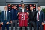 Ibrahimovic ungkap alasan pilih Jersey nomor 21