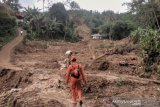 Longsor di Bogor mengisolir 11 desa, tiga orang hilang tertimbun tanah