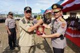 Polda Sulawesi Tenggara beri penghargaan Bupati Konawe Utara