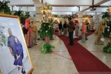Banjir surut,  seorang warga gelar resepsi pernikahan