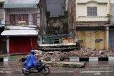 Bangunan roboh di Makassar