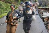Banjir bandang dan longsor buat 17.200 warga Lebak mengungsi