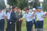Helikopter Jokowi batal mendarat karena cuaca buruk di Bogor. Helikopter nekat mendarat