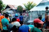 Enam rumah panggung milik warga di Bima dilalap si jago merah