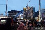 Ekskavator hingga bronto skylift bantu untuk tangani gedung ambruk