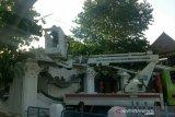 Pemkot Palembang kebut  pangkas pohon rimbun antisipasi cuaca ekstrem