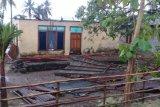 Sembilan rumah di Hadakewa, Lembata rontok disapu puting beliung