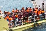 Cuaca buruk, sejumlah wisatawan tertahan di Karimunjawa