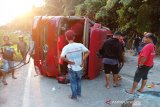 Truk tangki bermuatan BBM terguling di Sitinjau Lauik, lalu lintas Padang-Solok terganggu