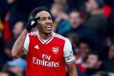 Usaha keras Aubameyang antar Arsenal ke puncak