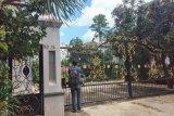 Rumah orang tua Reynhard Sinaga di Depok terlihat sepi