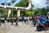 Dualisme KAN, warga gelar aksi demonstrasi di gerbang masuk PT Semen Padang