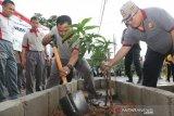 Polda Sulsel cegah banjir dan longsor dengan gerakan menanam pohon