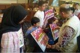 400 paket perlengkapan sekolah untuk anak warga Talangsari Lampung disalurkan