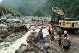 Koramil Tembagapura dan Freeport perbaiki jalan rusak Kampung Banti