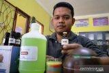 Tamatan analisis kimia ini kembangkan minyak serai dengan kandungan citronella 44,30 persen (Video)