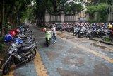 Jalur pejalan kaki untuk lahan parkir