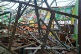 Dibangun 2015, atap SD Palebon roboh