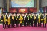 Universitas Negeri Padang kukuhkan empat guru besar