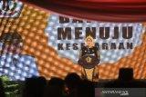 Bupati Batola Noormilyani AS memberikan sambutan pada acara puncak hari jadi ke-60 Kabupaten Barito Kuala di halaman kantor Bupati Batola, Kabupaten Barito Kuala, Kalimantan Selatan, Rabu (8/1/2020). Foto Antaranews Kalsel/Bayu Pratama S.