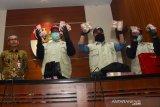 KPK amankan Rp1,8 miliar dari hasil OTT Bupati Sidoarjo