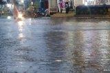 Sejumlah kawasan di Padang direndam air hingga satu  meter