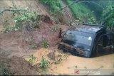 Longsor dan banjir bandang landa tiga kecamatan di Lahat, satu mobil tertimbun