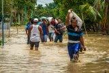 Tanggul Sungai Tuntang jebol, ratusan warga mengungsi