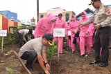 1.000 bibit pohon hijaukan Mapolres Wonosobo