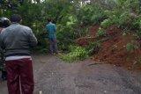 Longsor menutup ruas jalan provinsi di Banjarnegara