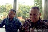 KPK sambangi kediaman mertua DPO Nurhadi di Tulungagung