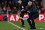 Mourinho:  Kalau tak percaya diri diam saja di rumah