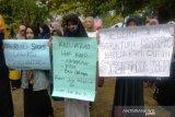 Mahasiswa STKIP Yayasan Dharma Bakti demo tuntutan yayasan