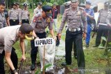 Subregional Police Agam plant 500 trees to protect the environment