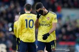 Aubameyang cetak gol kemudian dikartu merah saat Arsenal diimbangi Palace